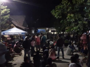 Pertanyakan Penangkapan Aktivis, Ratusan Masyarakat Koto Aman Datangi Polres Kampar