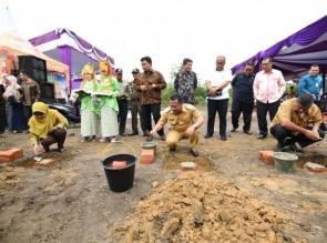 Wabup Kampar Catur Sugeng Susanto Lakukan Peletakan Batu Pertama Rumah Bersubsidi