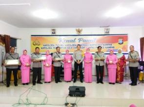 Kapolres Hadiahi Pedang Perwira Untuk Para Pejabat yang Pindah Tugas dari Polres Kampar