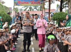 Kapolres Kampar Bersama Ketua Bhayangkari Resmikan Taman Lalulintas TK Bhayangkari
