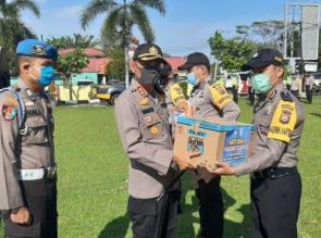 Polres Kampar Bagikan 300 Paket Sembako, Benih Ikan dan Bibit Tanaman Dalam Rangka Bakti Sosial