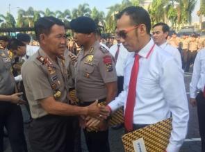 Dr Rudi Pardede SH MH Terima Penghargaan dari Kapolda Riau
