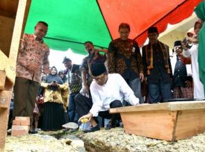Bupati Kampar Lakukan Peletakan Batu Pertama Pembangunan Puskesmas