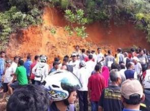 2 Orang Tewas Tertimbun Saat Goro Mengambil Tanah Lereng Bukit untuk Perbaikan Mushalla