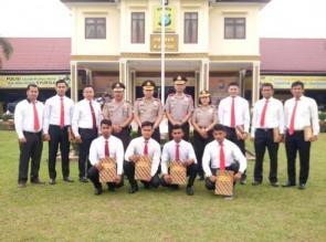 Kapolres Kampar Berikan Reward kepada 11 Personel Berprestasi