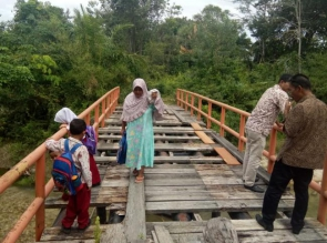 Jembatan Rusak Tak Kunjung Diperbaiki, ini Tanggapan Kades dan Kaban BPBD