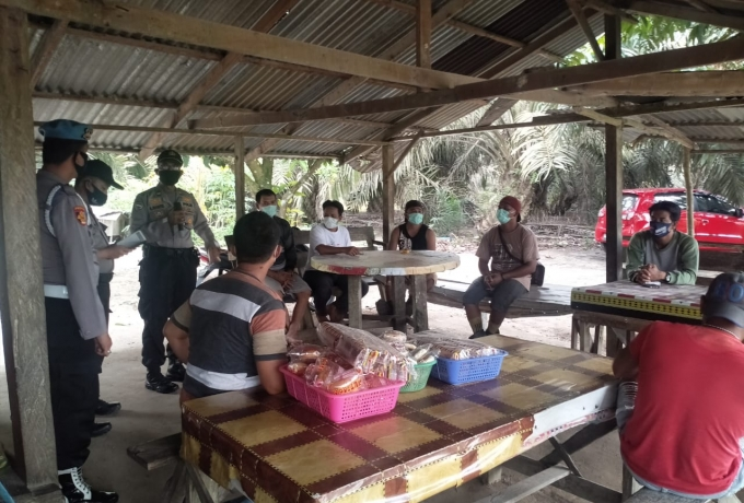 Setiap Hari Dimasa Pandemi Personel Polsek Perhentian Raja Himbau Warga Terapkan Protokol Kesehatan