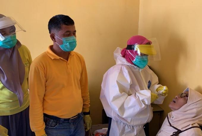 Dinas Kesehatan Beri Pelayanan Dokter Gigi di Desa Terisolir Dikampar