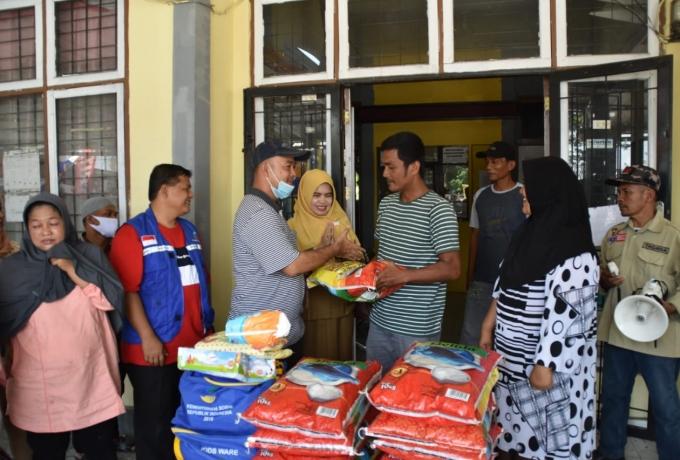 Ketua DPRD Kampar Bantu Masyarakat Korban Angin Puting Beliung