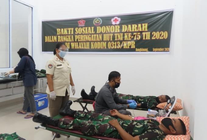 Hari ke II Jelang HUT TNI Ke-75, Kodim 0313/KPR Gelar Bhakti Sosial Donor Darah
