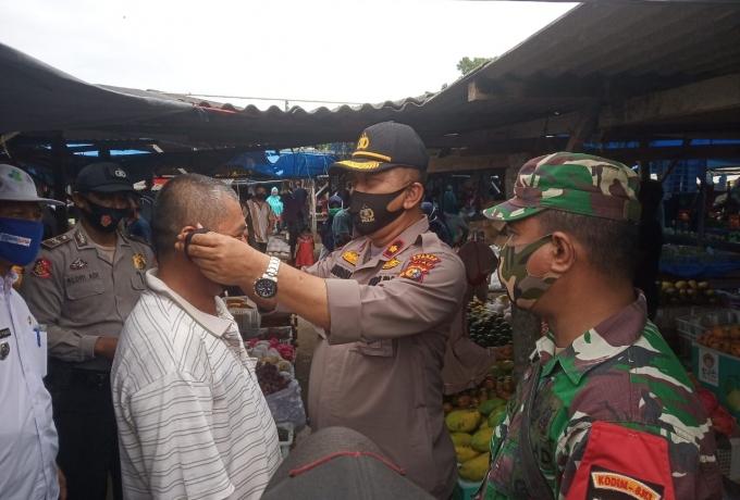 Polsek Tapung Bersama TNI dan Kecamatan Sosialisasikan Pendisiplinan Protokol Kesehatan Kepada Warga