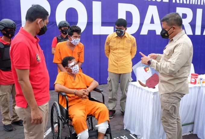 Polda Riau Gelar Konferensi Pers Ungkap Kasus Pembunuhan Pengusaha Rental Mobi