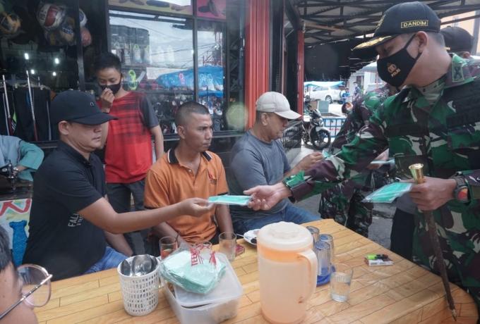 Kodim 0313/KPR Bagikan 4000 Masker di Kota Bangkinang dan Sekitarnya
