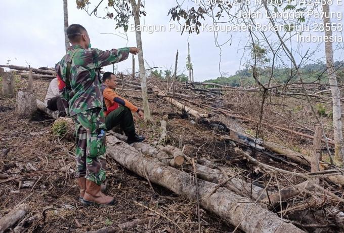 Babinsa TNI AD di Rohul Tingkatkan Patroli Karlahut