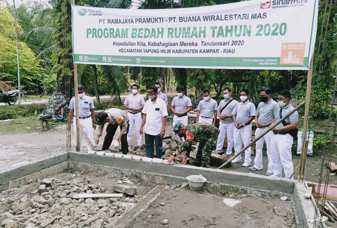 Babinsa Koramil 16/Tapung Hadiri Peletakan Batu Pertama Rumah Layak Huni