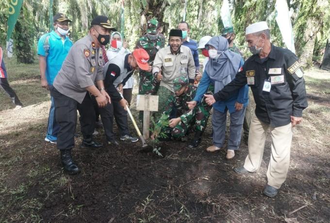 Lestarikan Lingkungan, Kodim 0313/Kpr Bersama KTH Sebar Laksanakan Gerakan Menanam 20000 Pohon