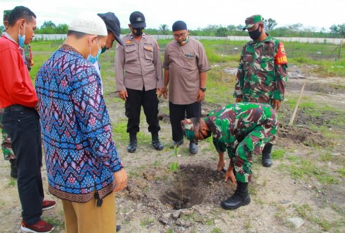 Peringati Hari Juang Kartika TNI AD Kodim 0313/Kpr Tanam 1000 Pohon di Pesantren Sulaiman Al- Fauzan