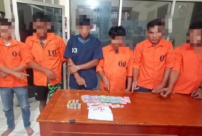 Polsek Tapung Ciduk 6 Pelaku Judi Menggunakan Kartu Domino di Desa Petapahan