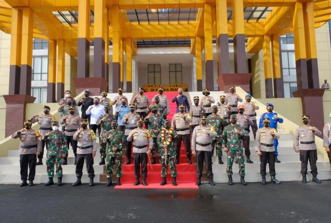 Pangdam I Bukit Barisan Didampingi Danrem 031/ WB Silaturahmi dengan Kapolda Riau
