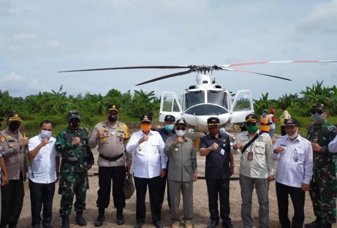 Dandim 0313/Kpr Dampingi Wagubri Panen Raya Padi bebas Residu Di Desa Teluk Bakau