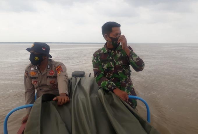 Sinergitas Babinsa Dan Bhabinkamtibmas Gunakan Jalur Sungai Dan Laut Laksanakan Patroli Karlahut