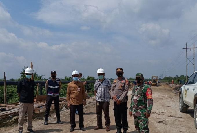 Perbaikan Jalan Rusak Dekat Jembatan Dua Sakai Desa Bonai Mulai Terus Dikerjakan