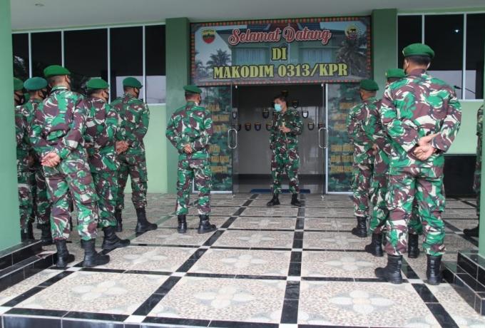Dandim 0313/KPR lepas 33 orang prajurit menjadi babinsa di jajaran koramil.