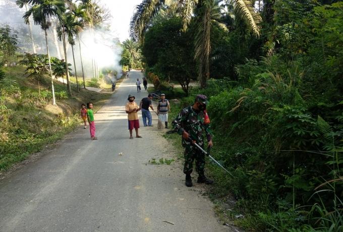 Ciptakan Lingkungan Yang Bersih dan Asri Babinsa Motivasi Warga Goro Bersama