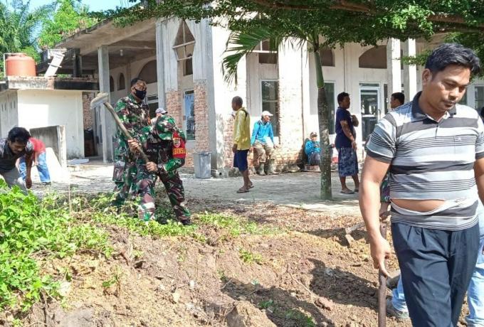 Sukseskan TMMD Ke 110 Kodim 0313/Kpr Babinsa Karya Bhakti Guna Mewujudkan Kemanunggalan TNI Dengan R