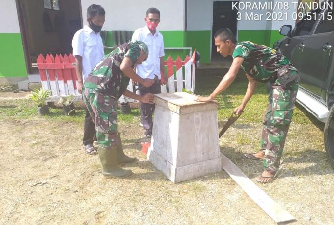 TMMD Ke-110 Kodim 0313/KPR Satgas Bersama Aparatur Desa Laksanakan Goro di Kantor Desa Koto Ranah