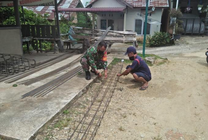 Mendukung TMMD  Ke-110 Kodim O313/KPR Babinsa Bantu Bangun Rumah Warga Desa Binaan Wujud Kemanunggal