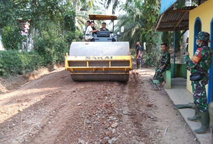 Capai 5,5 persen Pemeliharaan Badan Jalan di desa Tapung Jaya terus dikebut
