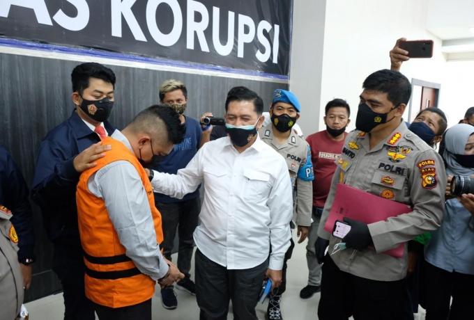 Terlibat Pungli Pengurusan SKGR, Polda Riau OTT Sekcam Binawidya Pekanbaru