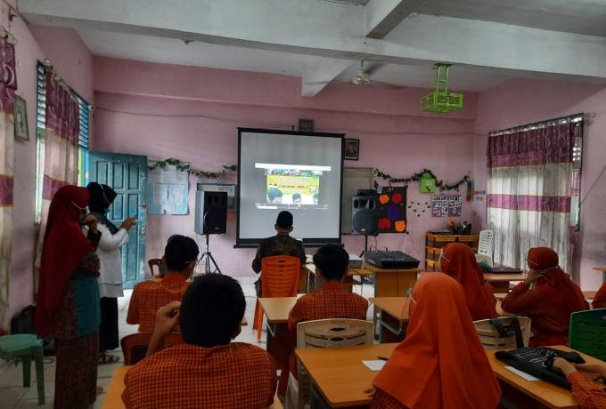 Melalui Program JMS, Kejari Kampar Ajak Siswa SMP Kenali Hukum dan Jauhi Hukuman