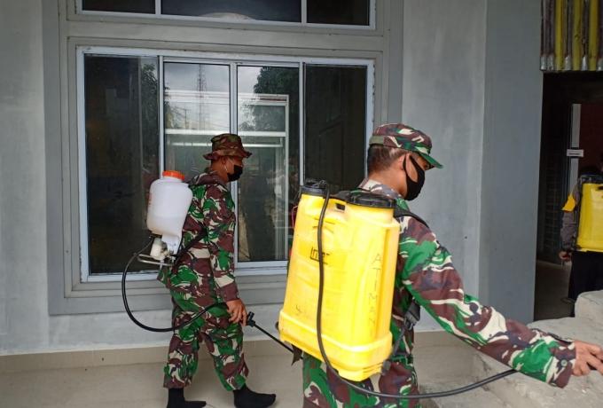 Tim Gabungan Bersama TNI-Polri Lakukan Penyemprotan Disinfektan di Rumah Ibadah Kecamatan Pangkalan