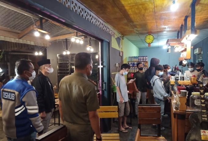 Kapolres Kampar Pimpin Operasi Justisi di Malam Hari, Terapkan Protkes dan Cegah Kerumunan