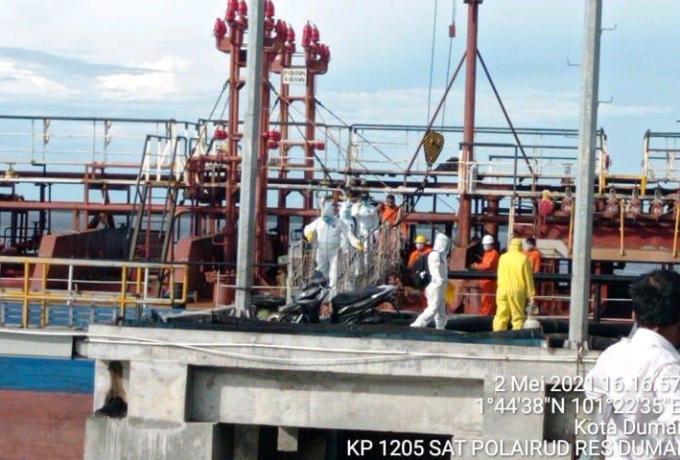 Polres Dumai Evakuasi Awak Kapal Motor MT ARK Progres Yang Positif Covid-19