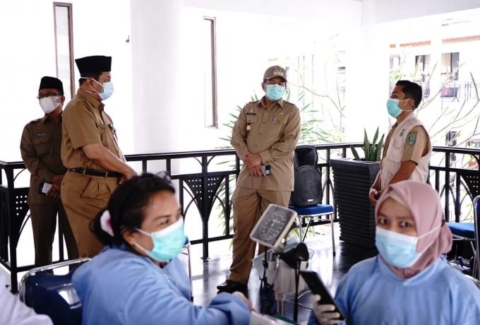 Pemkab Siak Gelar Vaksinasi Massal Untuk Ratusan Warga di Kampung Banjar Seminai
