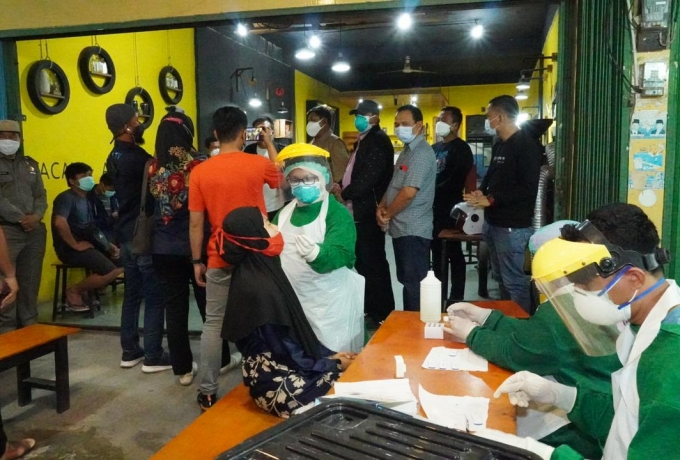 Bupati Siak Alfedri Pimpin Langsung Tim Satgas Lakukan Razia Prokes Covid 19 di Cafe dan Restoran