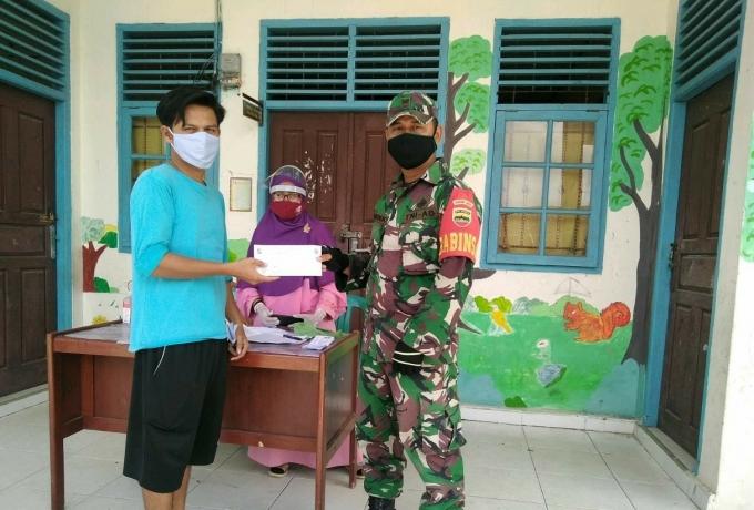Babinsa Korami 09/Langgam Monitoring Pembagian Bantuan Langsung Tunai Dana Desa (BLT-DD)