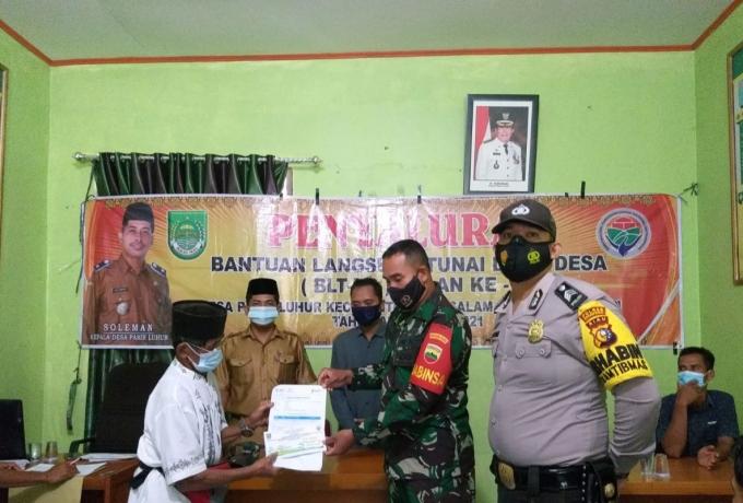 TNI POLRI Pantau Pembagian BLT- DD