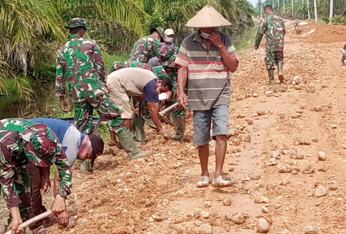 Hujan Jadi Kendala Satgas TMMD Dalam Pembangunan Aukas