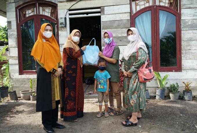 Dekranasda Siak Berikan Bantuan Untuk Keluarga Prasejahtera