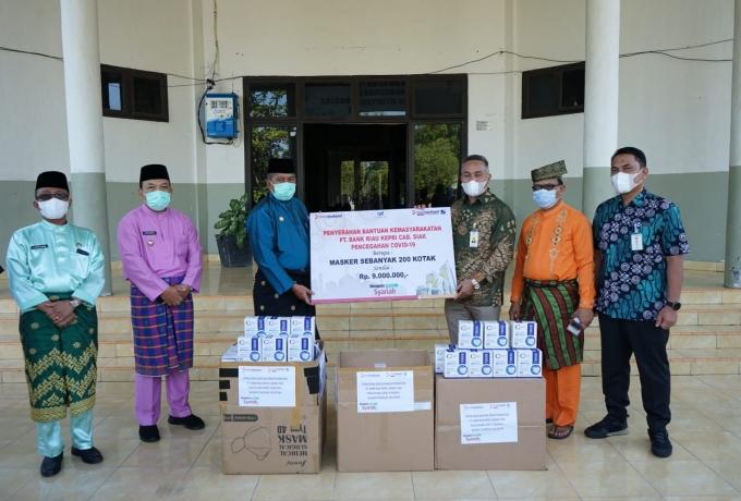 Cegah Penyebaran Covid-19 di Siak, Bank Riaukepri Cabang Siak Salurkan Bantuan Masker