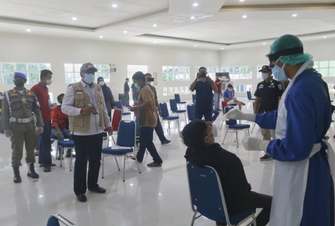 Bupati Siak Bersama Kapolres Siak Tinjau Pelaksanaan Rapid Swab Antigen di IKPP perawang