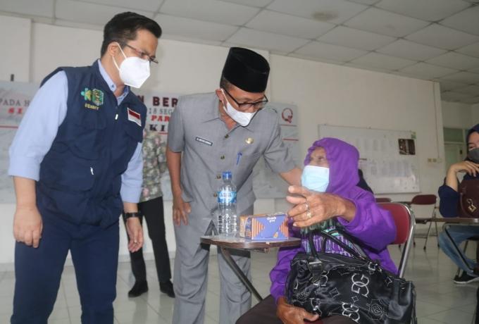 Sekda Siak Tinjau Serbuan Vaksinasi TNI - POLRI di RSUD Tengku Rafian Siak