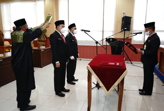 Asisten Adum Jamaluddin Lantik Dua Pejabat Fungsional Dokter Ahli Utama