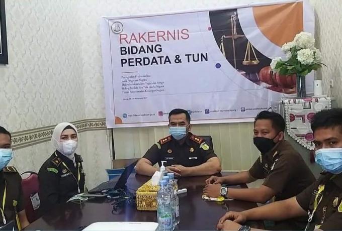 Tingkatkan Profesionalitas, Bidang Datun Kejari Kampar Ikuti Rakernis  Secara Virtual se-Indonesia