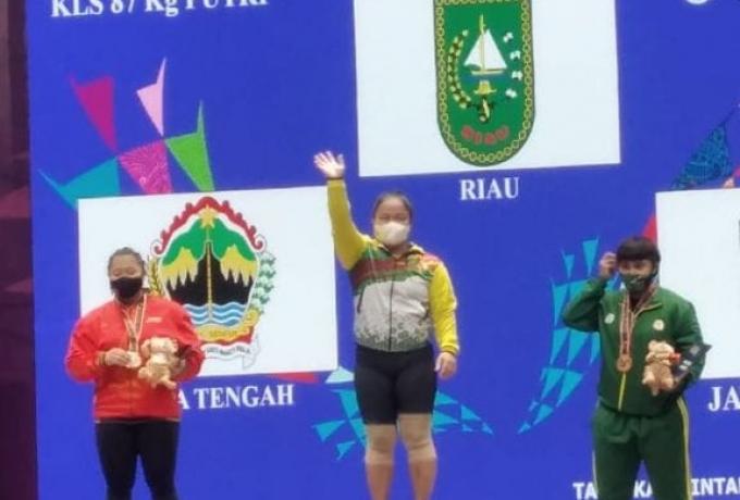 Maharani , Atlit Angkat Besi Kampar Raih Medali Emas PON Papua XX