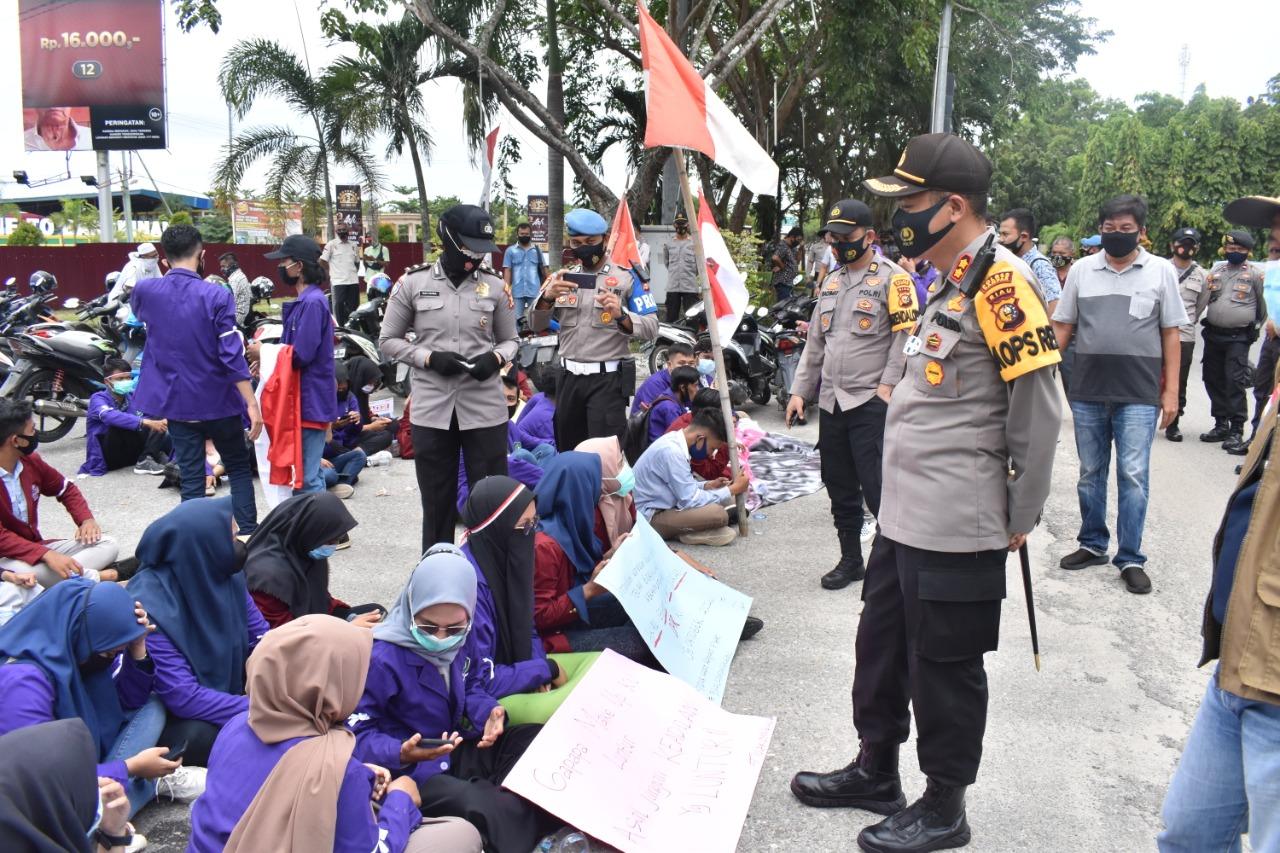 Demo Tolak UU Cipta Kerja di Kampar Berlangsung Tertib, Kapolres Pimpin Langsung Pengamanannya
